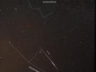Einer der Perseiden im August 2012 in der Nähe des Andromedanebels
